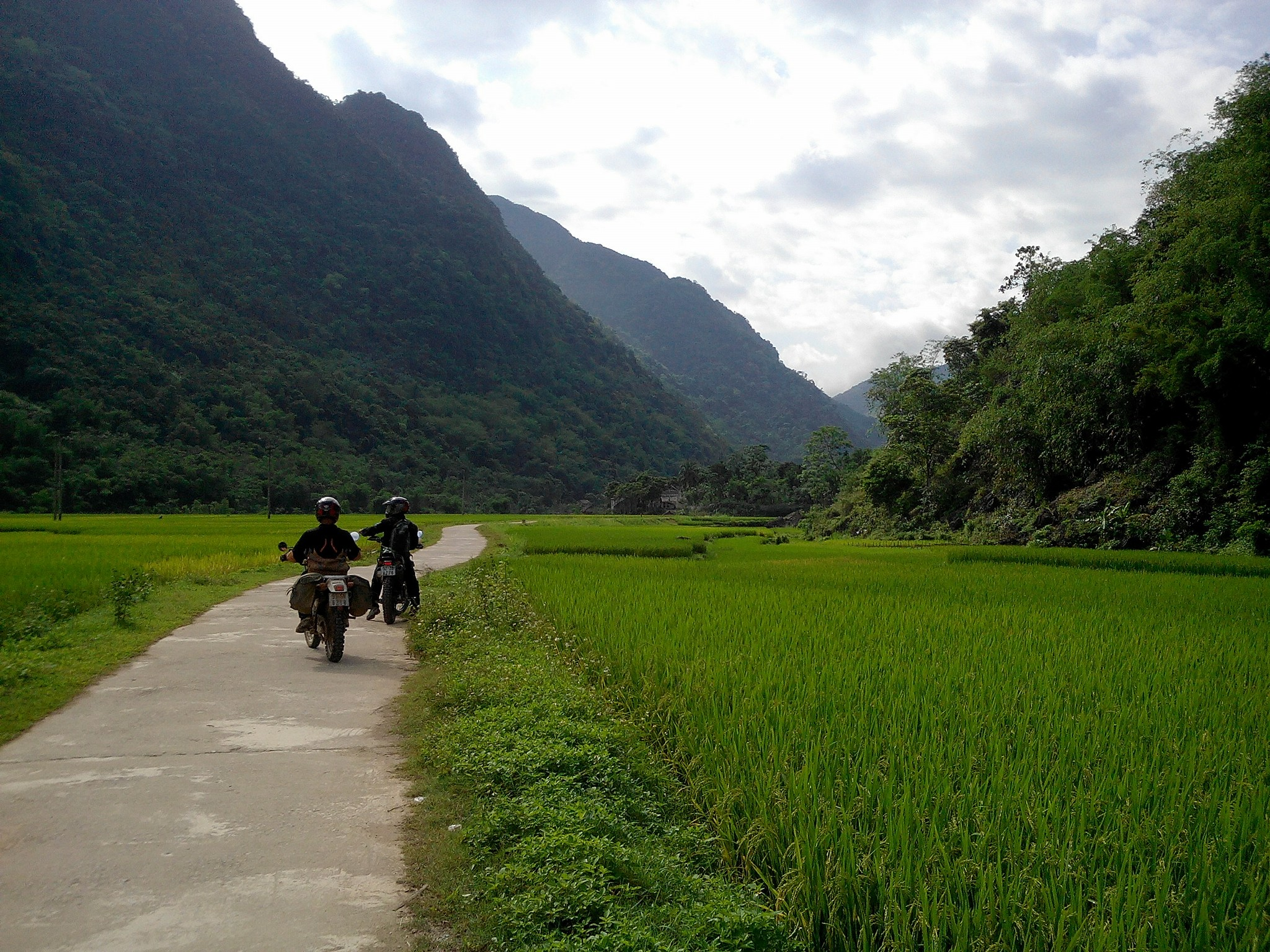 Motor tours in hochiminh trails