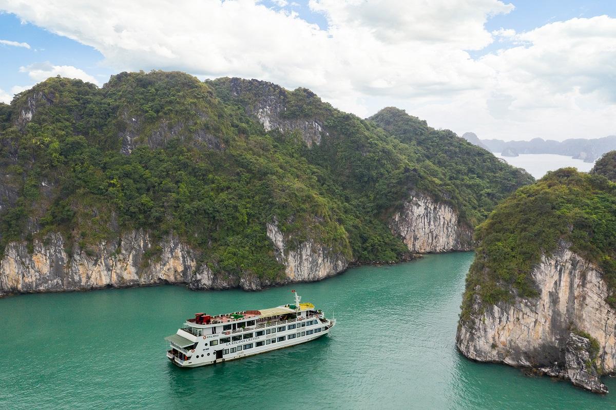 LaRegina-Royal-BaiTuLong-cruise